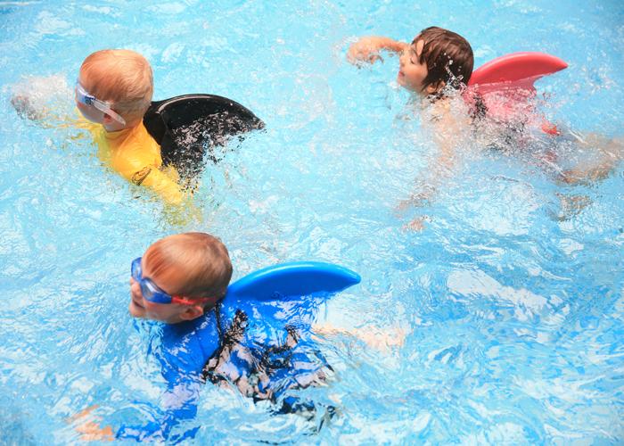 lære barn å svømme